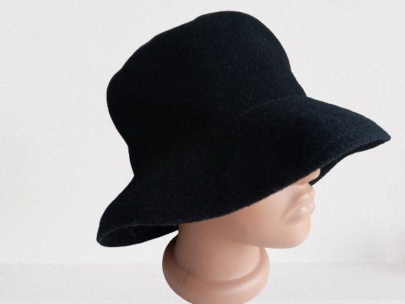 Vintage 90s Polyester Black brimmed Bucket-hat