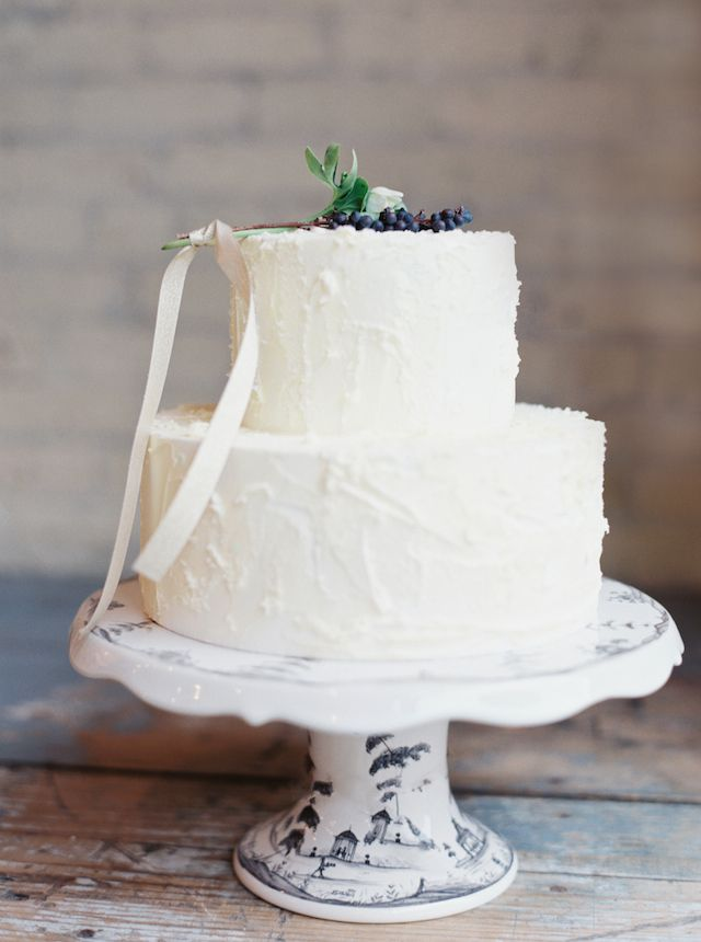 Winter white wedding cake | Kate Weinstein Photo | see more on: http://burnettsboards.com/2014/09/timeless-elegant-snowy-winter-wedding/