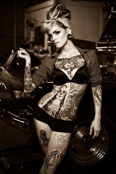 Veja 54 Fotos de lindas gatas tatuadas no estilo Pin-Up