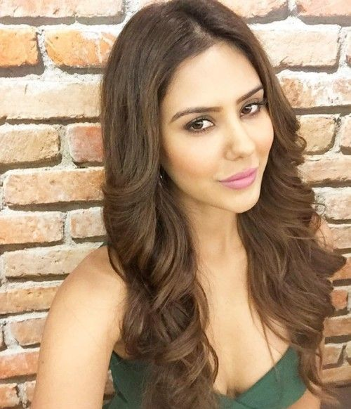 Modern Indian Bride Hairstyle: Outward Curls Hairstyle In 2019