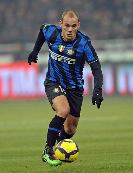 ~ Wesley Sneijder on Inter Milan wearing Nike Total 90 Laser III ~