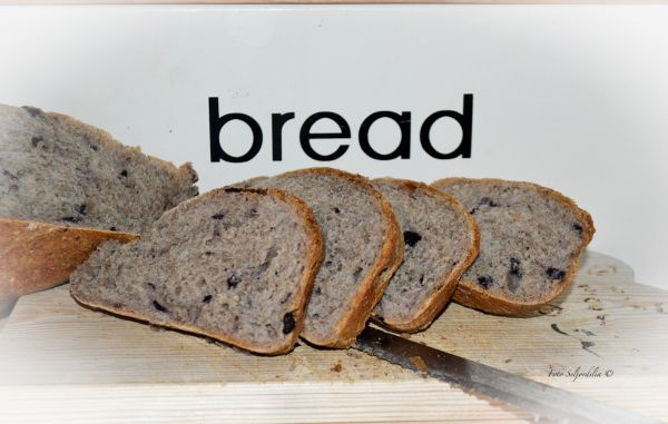 Finnes det noe bedre enn hjemmebakt brød som nettopp har kommet ut av ovnen? Dette er en variant ...