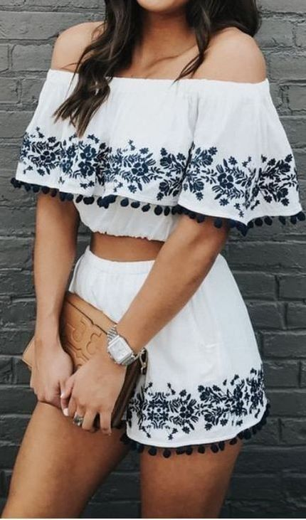 gorgeous summer outfit idea: white printed set and brown clutch