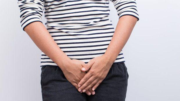 Ačkoli ve věku od 45 do 69 let trpí vaginální suchostí každá druhá žena, je toto téma stále tabu. Lékařům se svěří pouhých 16 % žen. Většinou ostýchavě s tím, že je tam dole svědí a pálí …