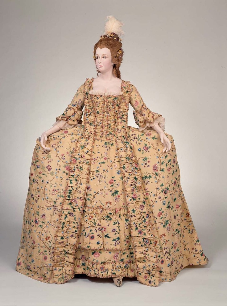 1770s_Boston Museum of Fine Arts - Chinese painted silk ensemble; sack back gown, petticoat and compere (buttoned-front flaps style) stomacher