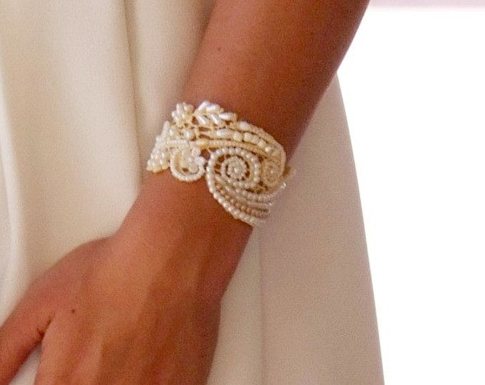 Bruids verklaring armband, bruids parel armband bruiloft sieraden bruids lace sieraden armband ivoor lace armband parel Manchet armband bruiden