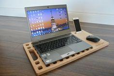 Soporte personalizado del ordenador portátil / por URARTDESIGN