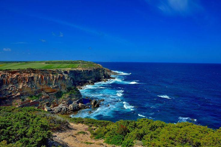 """Sardegna - estremo nord della Penisola del Sinis , questo è """"Capo Mannu"""" , sullo sfondo si intravede l' isola di """"Malu Entu""""."""