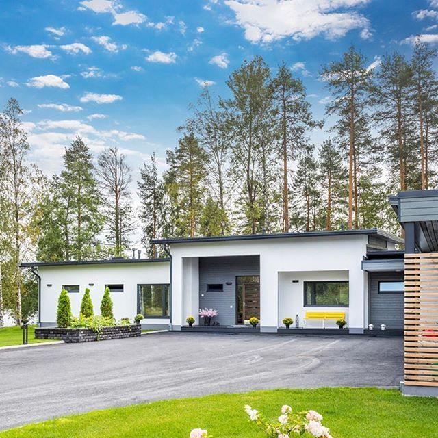 Yksitasoinen Lammi-Kivitalo koti puiden suojassa #lammikivitalo #kauneutta #koti #home #lammikivitalot #paulaose #omakotitalo #house #talo www.lammi-kivitalot.fi