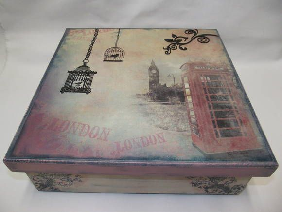 Caixa em MDF grande decorada com carimbos, pintura especial, e decoupagem com papel de scrapbook R$ 68,00