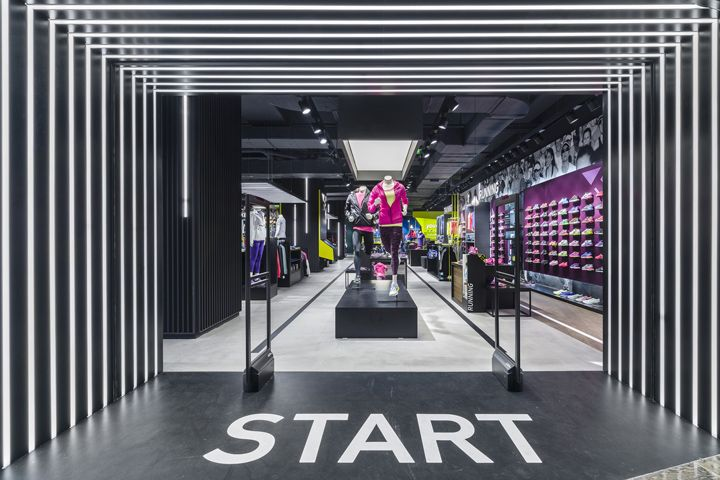 Start at the door with a large graphic on the floor to impress customers from the very beginning.
