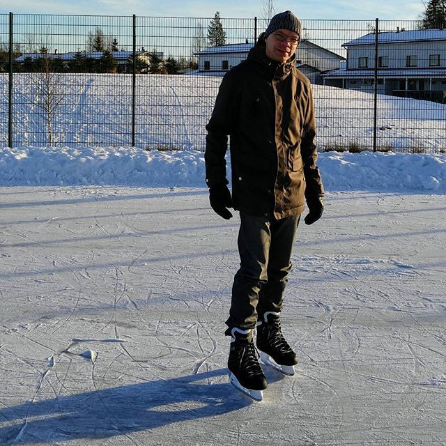 BREAKING NEWS: The first time ice-skating since 1988!  During my childhood and teenage years we used to go ice-skating regularly, almost daily during the winter. There were an outdoor ice-skating rink at the park close where we lived. Then I moved away from my parents house and I didn't do ice-skating any more. It wasn't like I decided to stop but mostly because the lack of easy way to go ice-skating.  Now, after almost 30 years it was the time again. Oh boy, it's still so fun! I remembered…