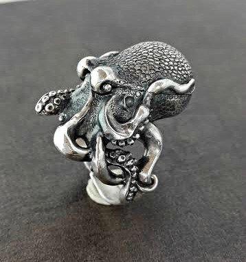 Pulpo - anillo pastillero - Locket anillo - envío gratis de PappDesign en Etsy https://www.etsy.com/es/listing/458641326/pulpo-anillo-pastillero-locket-anillo