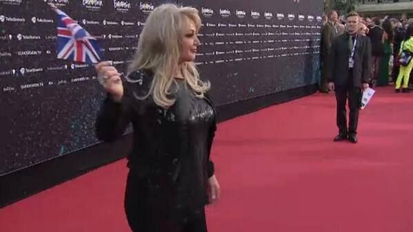 #rock #music #bonnietyler #eurovision Bonnie Tyler at the opening ceremony of the Eurovision in Malmö Opera. 12/05/2013 #bonnietyler #eurovision #gaynorsullivan #gaynorhopkins #thequeenbonnietyler #therockingqueen #rockingqueen #2013 #malmo #uk #unitedkingdom #music #rock