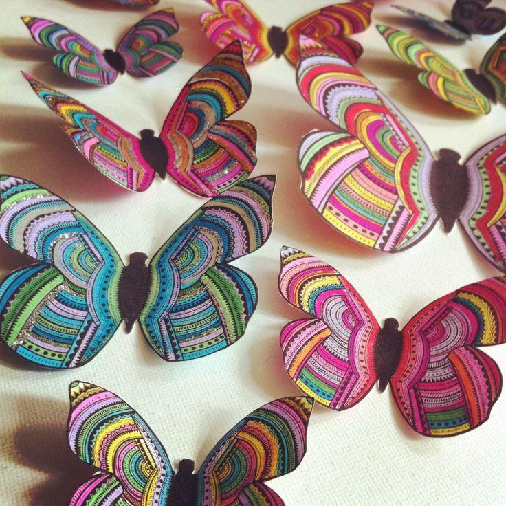 Tavla med flygande fjärilar. Illustrerade och färglagda av mig med tuschpennor från Jitoteli.se