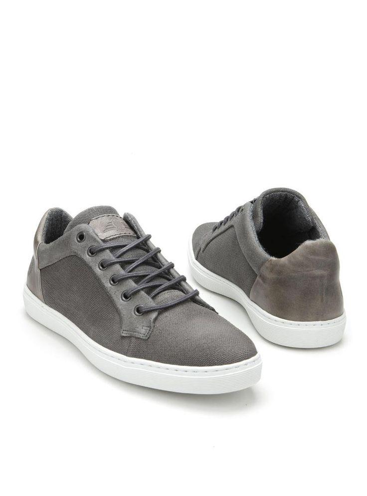 DSTRCT veterschoen  Description: Sportieve grijze veterschoenen van DSTRCT. Deze herenschoenen hebben een bovenwerk gemaakt van leer. De binnenvoering is gemaakt van een combinatie van textiel en synthetisch materiaal. De schoenen hebben een kunststof zool.  Price: 63.99  Meer informatie