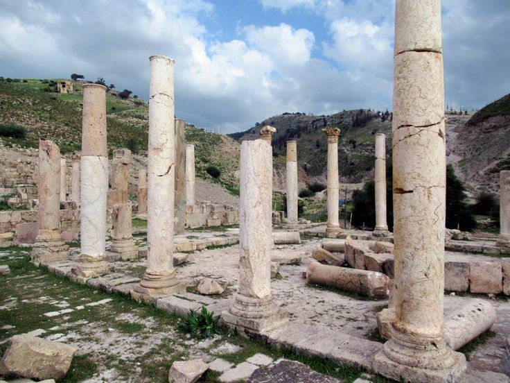 Pella (Tabaqat Fahl) in northwestern Jordan has been inhabited since 7000 BC. Many of the extant remains were erected by the Romans. After the Muslim victory over the Byzantines near here at the Battle of Fahl in 635 AD, the Umayyad period began.