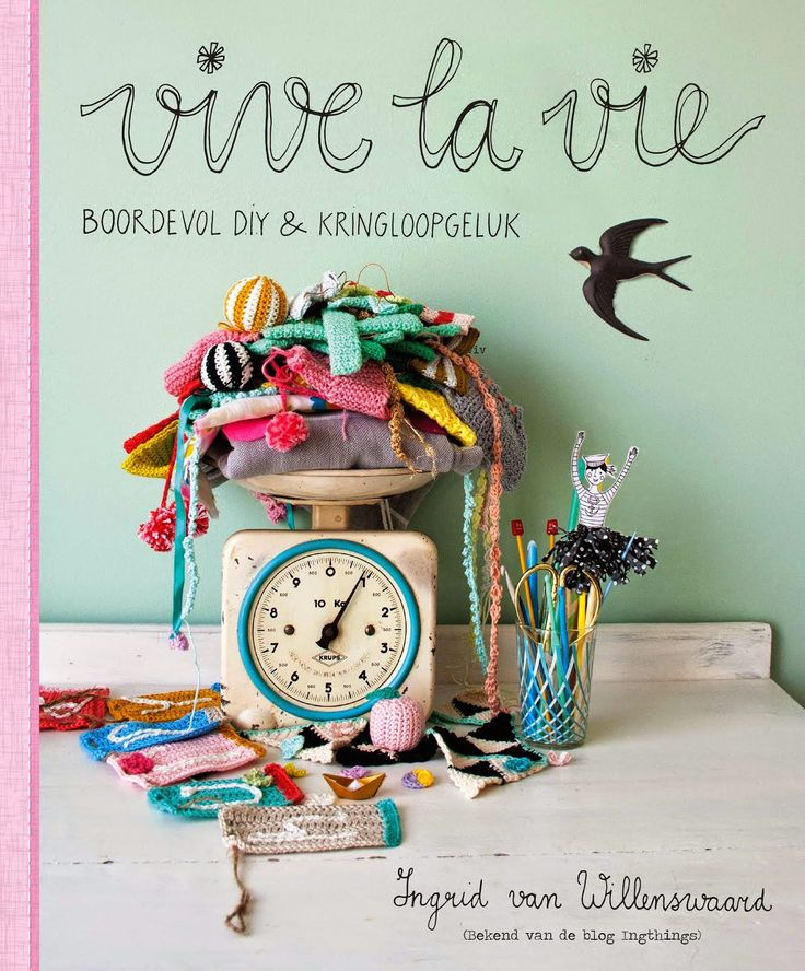 Vive La Vie; a book for DIY lovers and everybody who likes pretty pictures! Love it!