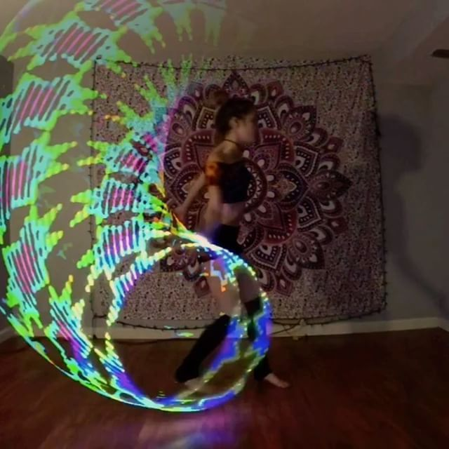 Part 2 👽✌🏼 Future Hoop Pro by @moodhoops 💖 Ask me about my moodhoops discount code. ☺️ #mhsponsoredartist #futurehoop #flowart #hooplove #hoopersofinstagram #gratefulhoopers #afterglow #soundmouse #phaeleh
