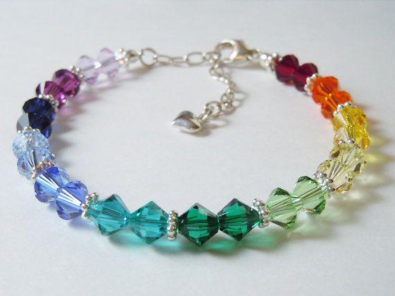 Ce magnifique bracelet de spectre est fabriqué avec Swarovski 6mm perles de cristal bicône en 12 couleurs différentes avec composants en argent