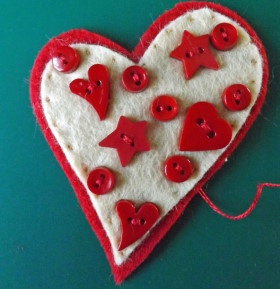 Love Heart Brooch - DIY Craft Project Instructions