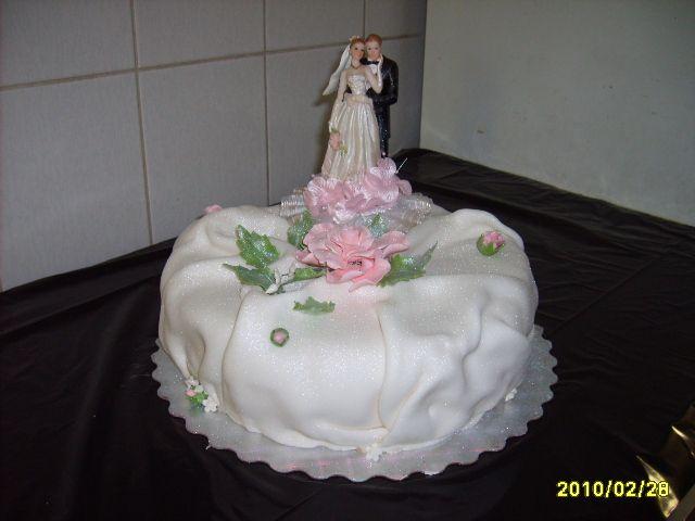 Оформление свадебного торта на подставке