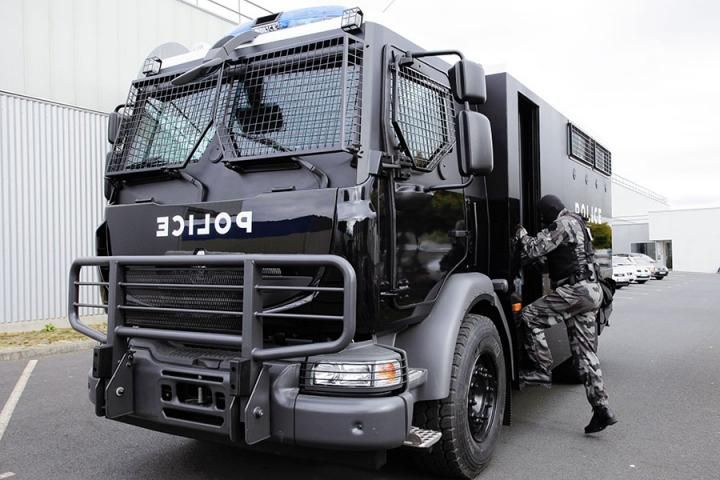 Renault Trucks Defense and Thales present a new mobile, integrated command post. It incorporates perimeter videosurveillance subsystems, a mini-UAV and an observation camera. The crew can deploy the mini-UAV to provide visibility one kilometre ahead and collect images in real time. The vehicle is very mobile and well protected, allowing the crew to monitor an event and/or crisis continuously in complete safety.
