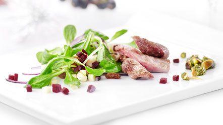 Asto Keukens - Recept - Gebakken schol op noedels met malse spinazie en gebakken groenteblokjes http://www.miele.nl/c/recepten-zoeken-373.htm?action=getRecipeDetailid=4754