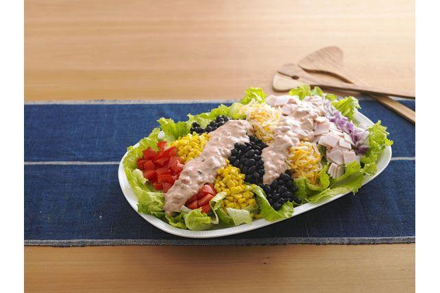 Cette salade colorée a des arômes sud-américains.