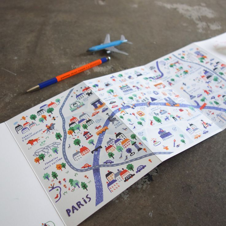 The New Voyager Map for Kids who Travel / Paris