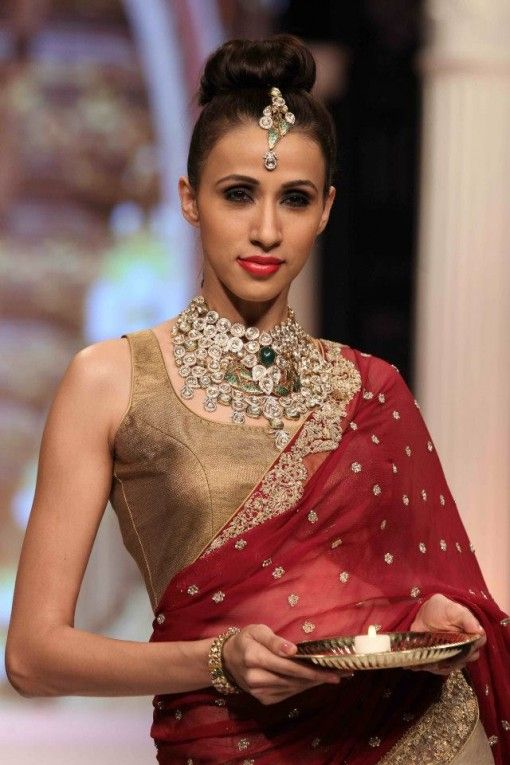 rk jewellers polki modern necklace earrings at IIJW 2013 via IndianWeddingSite.com