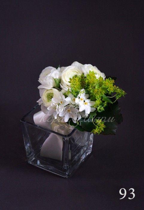 """Дарите цветы без повода - милый букет-комплимент все скажет без слов.  Заказать букеты и композиции из живых цветов можно в студии флористики  """"Корал Шарм"""" coralcharm.ru"""