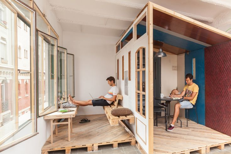 P3 - the little house. (now it has a facade) It was build with the doors that we have to remove due to fire regulations and the floor with the pallets that we had from the whole building works.   . betahaus Barcelona