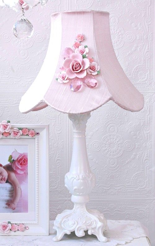 Fairytale Pink Rose-Bouquet Table Lamp