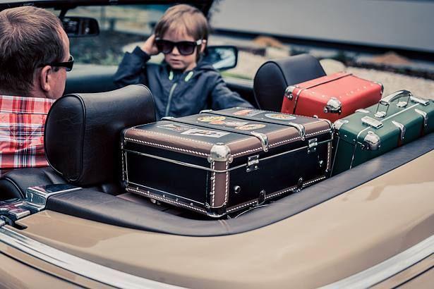 Nýtované kufry ve stylu retro jsou věčným evergreenem. Oblé rohy a dřevěné latě jsou typickým designovým rukopisem Kazeta již více než 90 let.   Riveted #suitcases in vintage style are still popular. Rounded corners and wooden laths remain the typical design features of #Kazeto for more than 90 years.