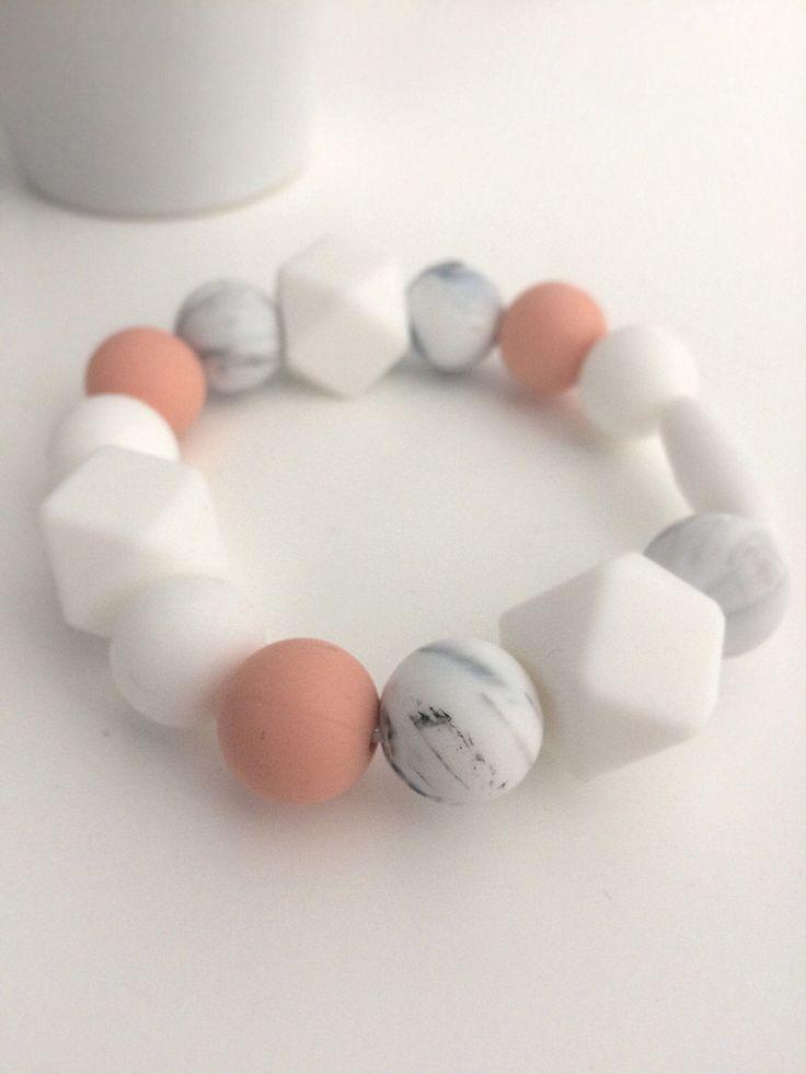 Silicone Teething Bracelet GWYNETH Teething Ring - Nursing Chew Bead Clip on Chewelry Silicone Bead Necklace Baby Shower Gift For Mom par BirdieAdornments sur Etsy https://www.etsy.com/ca-fr/listing/504459834/silicone-teething-bracelet-gwyneth