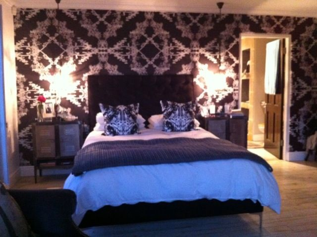 """Wag ń Bietjie's dazzling """"Black"""" wallpaper creates an incredible statement wall in a bedroom."""