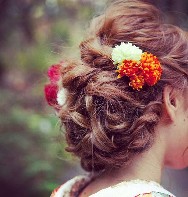 美容師さんでもある新婦さまリクエストのヘアスタイル。 後ろ姿&ヘアスタイルは自分では見れない部分なので女心的には撮影リクエストしたい一枚です #アトリエカーシャ #和装ヘア #和装前撮り #色打掛 #ロケフォト #フォトウェディング #ヘアアレンジ #京都 #和装ヘアスタイル #ウェディングフォト