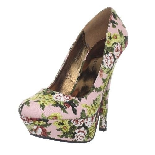 Dainty floral patterned shoes. Cute!