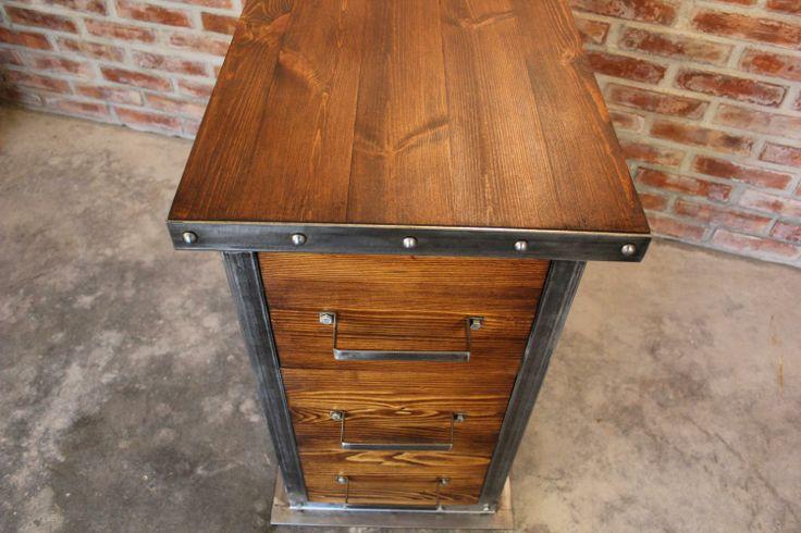 Szafka z szufladami z kolekcji Head to element do samodzielnej aranżacji nowoczesnego biura.