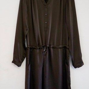 """SUST SILK Luxury Dress, long sleeves, Dark coffee. Beautiful and exclusive dress with long sleeves and a shiny surface.  Made from 100% silk in """"dead stock"""", which means that it's made from residues from other collections."""