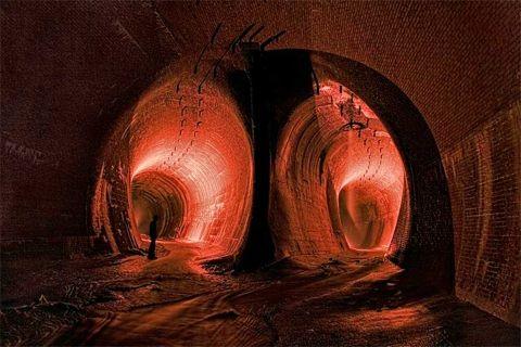 Niagra Falls' secret tunnel
