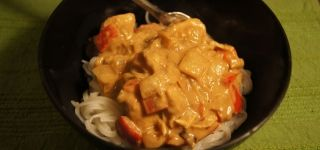 Healthy Crock Pot Recipes! From The Slender Kitchen. All kinds of quick crock pot recipes that are healthy for you, with the weight watchers plus points provided! Like this Thai Peanut Chicken recipe -only 6 WW plus points