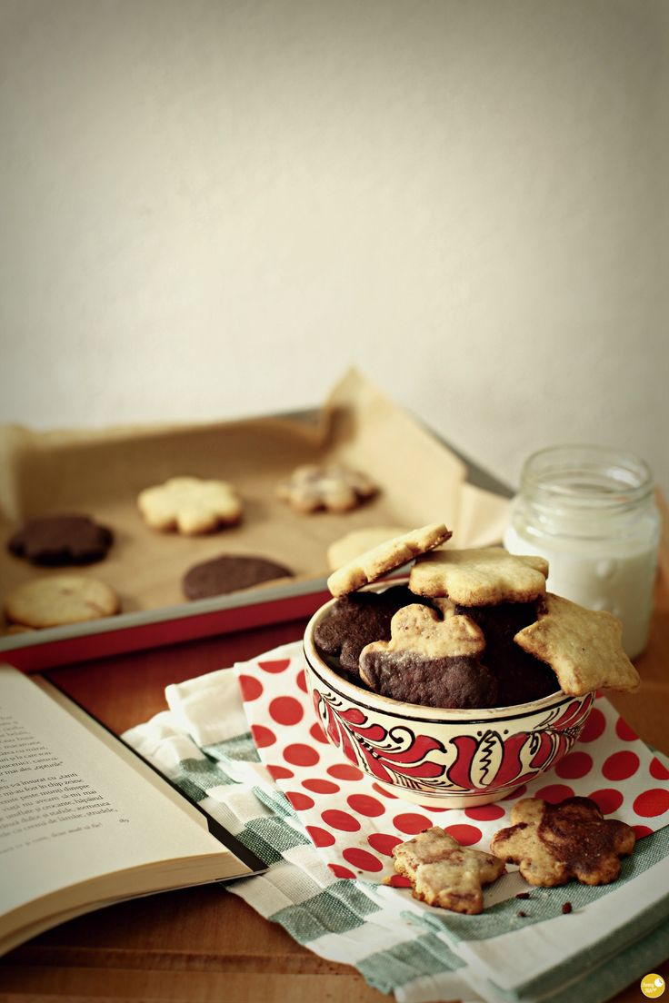 3 way shortbread cookies, perfect for my rainy sunday morning. also perfect for my oreo craving. catalina - oreo: 1-0.