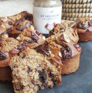 Ah les muffins ! Parfaits au goûter comme au petit-déjeuner, à emporter pour les matins pressés ou à déguster tranquillement chez soi, tellement rapides et simple à réaliser… Bref, c'est toujours une