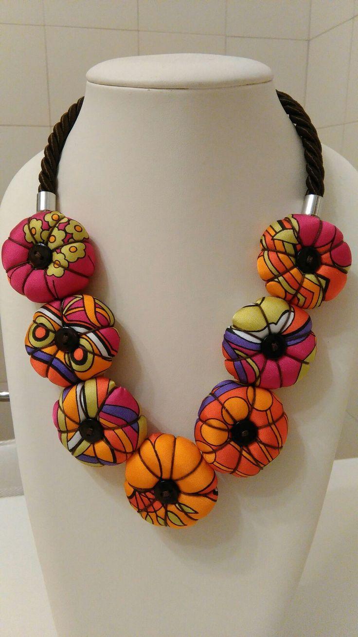 Collana fiori seta colori estate. Leggerissima deliziosa! Textile necklace