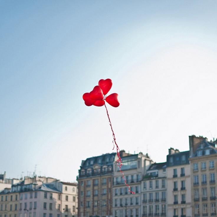 ballons volant dans le ciel     leblogdemadamec.fr