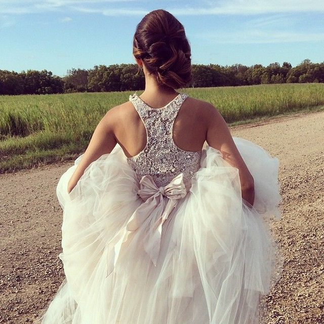 #ShareIG Regram from @ohishop of their shoot with @theballerinabride and @evalynparsonshair. This gorgeous gown from @eve_boutique in Maroochydore, Queensland. #weddings #weddingideas #weddinggown #weddingdress #bridalfashion