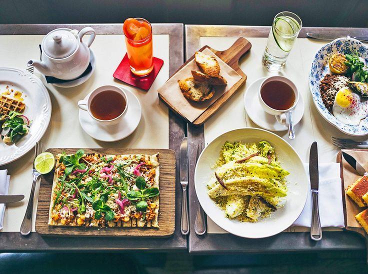 Бранч — это уже не завтрак, но еще не обед. Его подают на выходных между 11:00 и 16:00 — вариант как для тех, кто любит поваляться подольше, так и для любителей утренних посиделок с друзьями. Westwing выбрал для вас пять лучших мест для бранча в Москве. Saxon + Parole Московская версия нью-йоркского Saxon + Parole. …