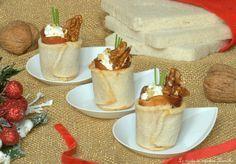 I bicchieri di pane bianco con mousse di formaggi speck e noci è un originale finger food adatto per gli antipasti di Natale facile e d'essetto;provateli!